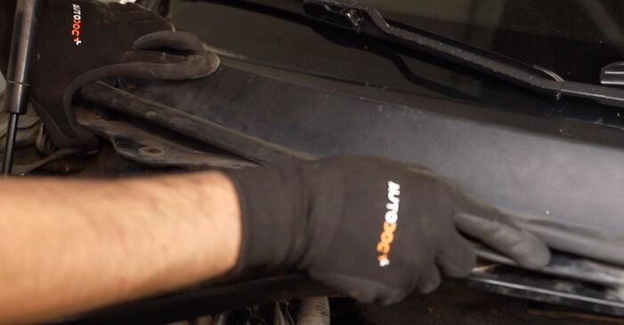 Ile czasu zajmuje wymiana: Filtr powietrza kabinowy w Ford Mondeo mk3 Sedan 2000 - pouczająca instrukcja w formacie PDF