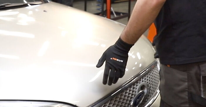 Zalecenia krok po kroku dotyczące samodzielnej wymiany Ford Mondeo mk3 Sedan 2005 ST220 3.0 Filtr powietrza kabinowy