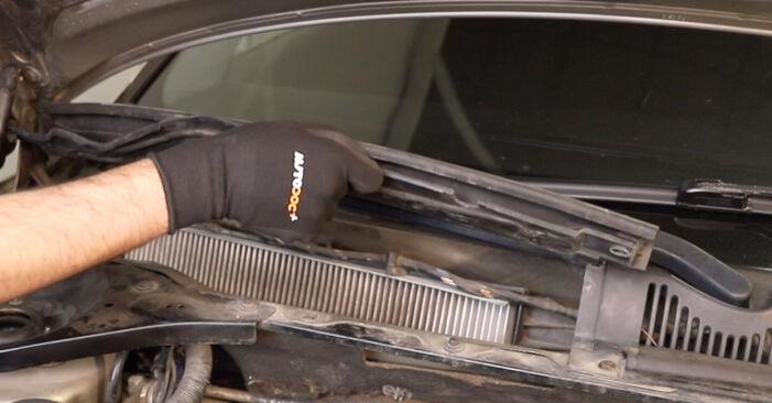 Wymień samodzielnie Filtr powietrza kabinowy w FORD MONDEO III sedan (B4Y) 1.8 16V 2003