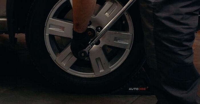 Wie schwer ist es, selbst zu reparieren: Radlager Ford Mondeo mk3 Limousine 2.2 TDCi 2006 Tausch - Downloaden Sie sich illustrierte Anleitungen