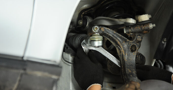 Changing Track Rod End on AUDI A4 Avant (8D5, B5) 1.8 T 1997 by yourself