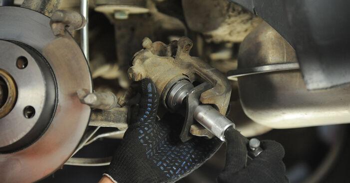 Wymiana Audi A4 B5 Avant 1.8 1996 Tarcza hamulcowa: darmowe instrukcje warsztatowe