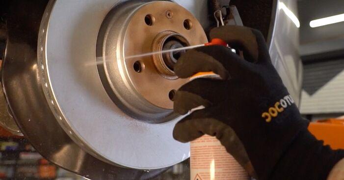 AUDI A4 2001 Bremsscheiben Schrittweise Anleitungen zum Wechsel von Autoteilen