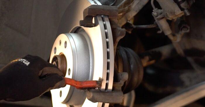 Wymień samodzielnie Klocki Hamulcowe w Audi A4 B5 Avant 1996 1.9 TDI