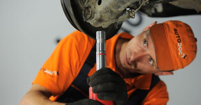 Trinn-for-trinn anbefalinger for hvordan du kan bytte Audi A4 B5 Avant 1999 1.8 T quattro Støtdemper selv
