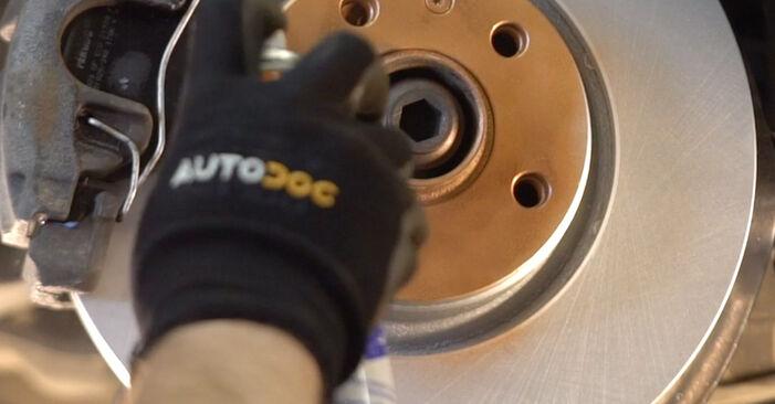 Slik skifte AUDI A4 1.8 T quattro 1998 Støtdemper – enkle instruksjoner på nettet som er lette å følge