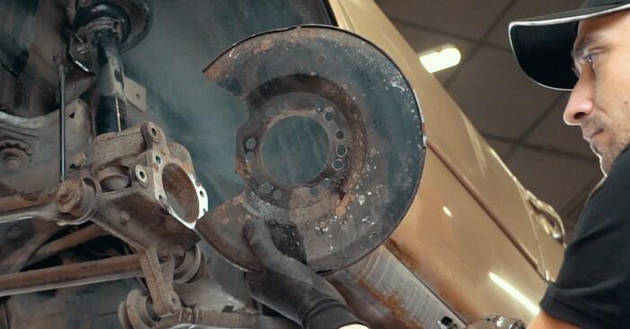 Ar sudėtinga pasidaryti pačiam: Ford Mondeo mk3 Sedanas 2.2 TDCi 2006 Rato guolis keitimas - atsisiųskite iliustruotą instrukciją