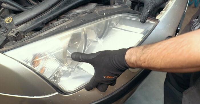 Ford Mondeo mk3 Sedan 2.0 16V 2002 Termosztát cseréje: ingyenes szervizelési útmutatók