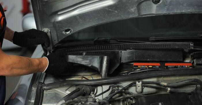 Innenraumfilter Ihres Audi A4 B5 Avant 1.9 TDI 1994 selbst Wechsel - Gratis Tutorial