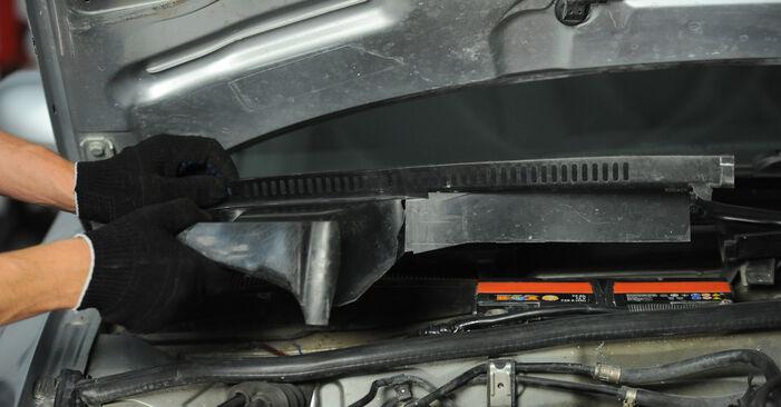 Wechseln Innenraumfilter am AUDI A4 Avant (8D5, B5) 1.8 T 1997 selber