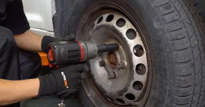Wie Koppelstange VW Caddy III Kastenwagen (2KA, 2KH, 2CA, 2CH) 1.6 TDI 2005 austauschen - Schrittweise Handbücher und Videoanleitungen