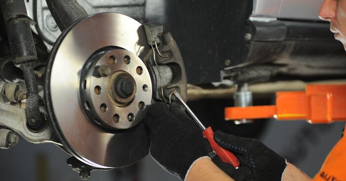 Ar sudėtinga pasidaryti pačiam: Audi A4 B5 Avant 2.5 TDI 2000 Stabdžių Kaladėlės keitimas - atsisiųskite iliustruotą instrukciją