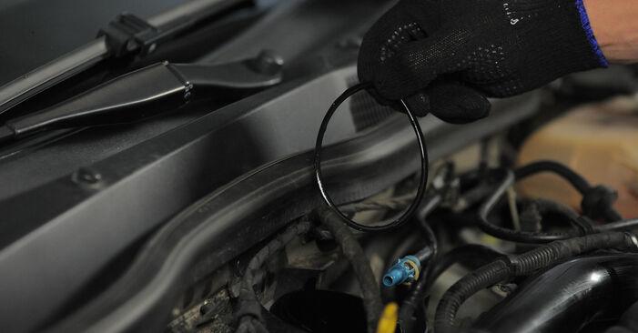 Kraftstofffilter beim OPEL ASTRA 1.7 CDTI (L35) 2011 selber erneuern - DIY-Manual