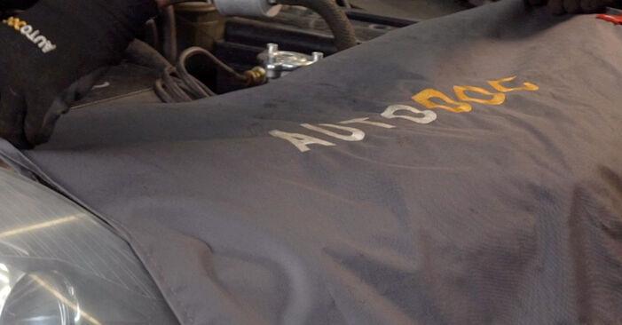 Wie Kraftstofffilter OPEL Astra H Caravan (A04) 1.7 CDTI (L35) 2005 austauschen - Schrittweise Handbücher und Videoanleitungen
