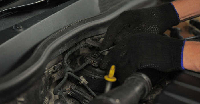 Kraftstofffilter Opel Astra H Caravan 1.9 CDTI (L35) 2006 wechseln: Kostenlose Reparaturhandbücher