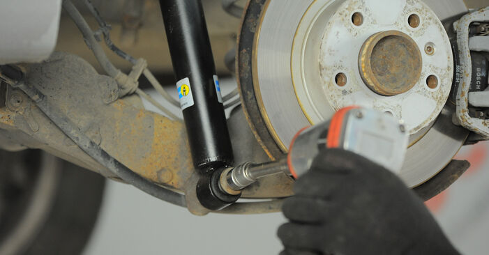 Wechseln Stoßdämpfer am OPEL Astra H Caravan (A04) 1.3 CDTI (L35) 2007 selber