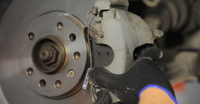 Bremsbeläge am OPEL Astra H Caravan (A04) 1.8 (L35) 2009 wechseln – Laden Sie sich PDF-Handbücher und Videoanleitungen herunter