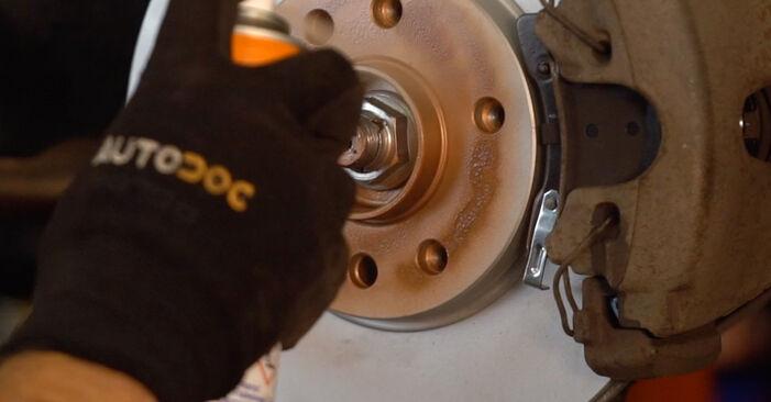 Wie schwer ist es, selbst zu reparieren: Bremsbeläge Opel Astra H Caravan 1.6 (L35) 2010 Tausch - Downloaden Sie sich illustrierte Anleitungen