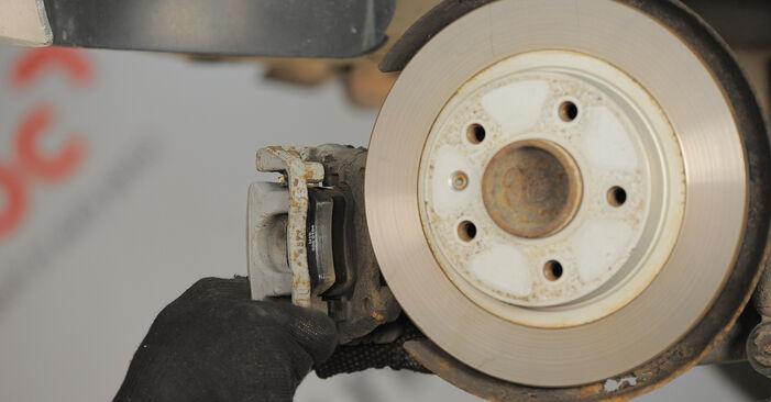 Колко време отнема смяната: Спирачен диск на Astra H Caravan 2012 - информативен PDF наръчник