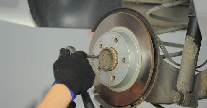 Смяна на Спирачен диск на Astra H Caravan 2014 1.6 (L35) самостоятелно