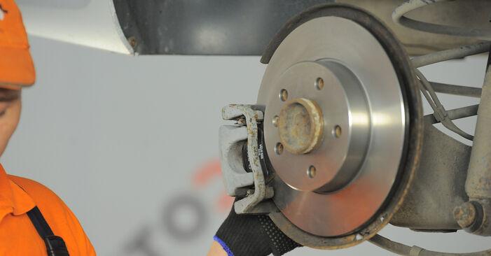 Как се сменя Спирачен диск на Astra H Caravan 2004 - безплатни PDF и видео уроци
