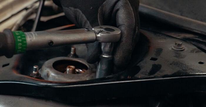 Wie schwer ist es, selbst zu reparieren: Stoßdämpfer Ford Mondeo mk3 Limousine 2.2 TDCi 2006 Tausch - Downloaden Sie sich illustrierte Anleitungen