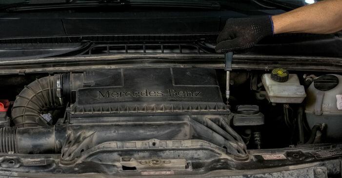 Luftfilter Ihres Mercedes Vito W639 110 CDI 2.2 2011 selbst Wechsel - Gratis Tutorial
