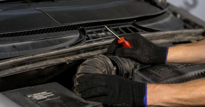 Luftfilter Mercedes Vito W639 111 CDI 2.2 2005 wechseln: Kostenlose Reparaturhandbücher