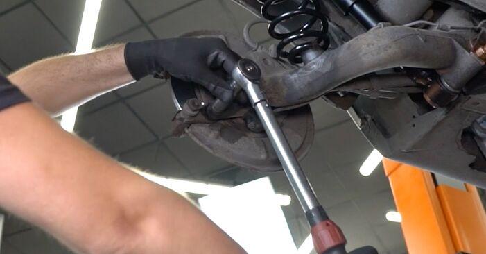 Wie schwer ist es, selbst zu reparieren: Bremsscheiben Mercedes Vito W639 122 CDI 3.0 2009 Tausch - Downloaden Sie sich illustrierte Anleitungen