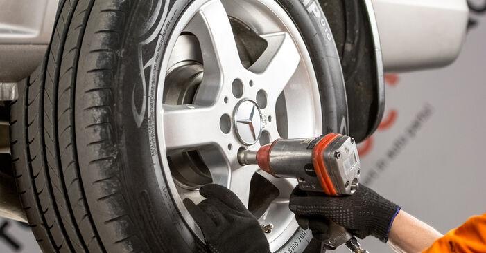 Wie Bremsscheiben Mercedes Vito W639 115 CDI 2.2 2003 tauschen - Kostenlose PDF- und Videoanleitungen