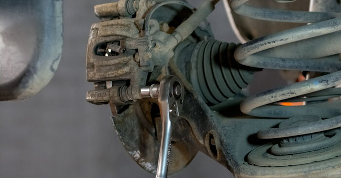 Bremsscheiben beim MERCEDES-BENZ VITO 116 CDI 2.2 4x4 2010 selber erneuern - DIY-Manual