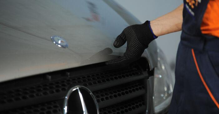 Wie Bremsbeläge Mercedes Vito W639 115 CDI 2.2 2003 tauschen - Kostenlose PDF- und Videoanleitungen