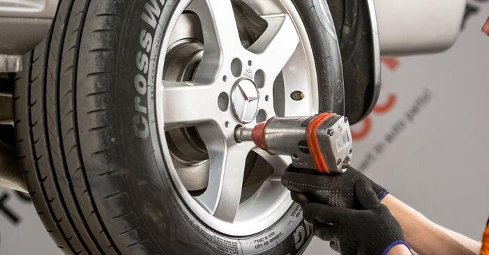 Wie schwer ist es, selbst zu reparieren: Bremsbeläge Mercedes Vito W639 122 CDI 3.0 2009 Tausch - Downloaden Sie sich illustrierte Anleitungen