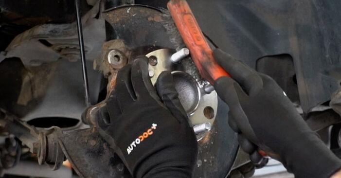 Bremsscheiben Ford Mondeo mk3 Limousine 2.0 16V TDDi / TDCi 2002 wechseln: Kostenlose Reparaturhandbücher