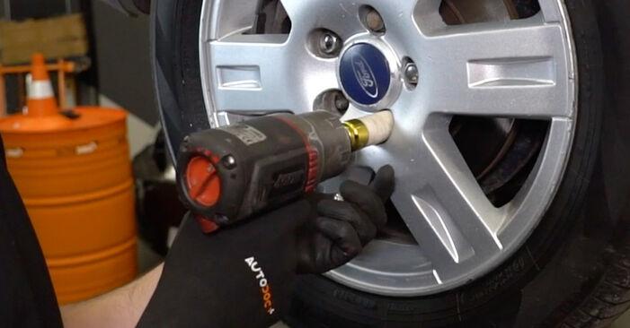 Wechseln Bremsscheiben am FORD MONDEO III Stufenheck (B4Y) 1.8 16V 2003 selber