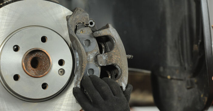 Replacing Brake Discs on Mercedes Vito W639 2013 115 CDI 2.2 by yourself