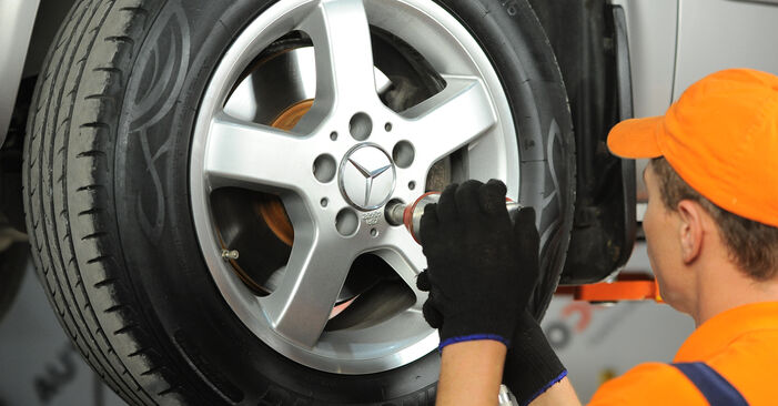 Changing Brake Discs on MERCEDES-BENZ VITO Bus (W639) 111 CDI 2.2 (639.701) 2006 by yourself