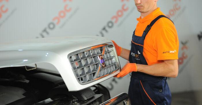 Wie schwer ist es, selbst zu reparieren: Ölfilter Volvo XC90 1 2.4 D3 / D5 2008 Tausch - Downloaden Sie sich illustrierte Anleitungen