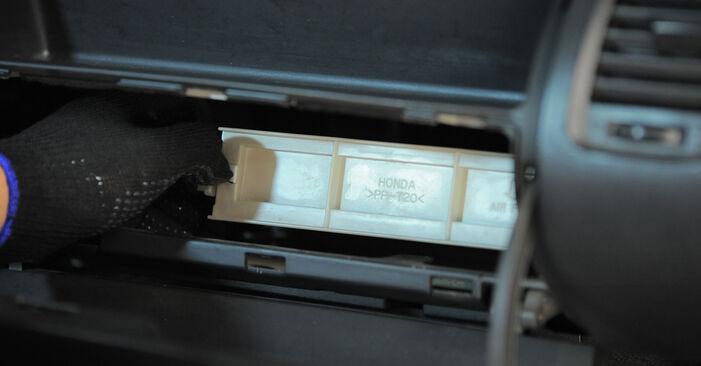 Tauschen Sie Innenraumfilter beim HONDA Jazz II Schrägheck (GD_, GE3, GE2) 1.4 iDSI (GE3) 2004 selbst aus