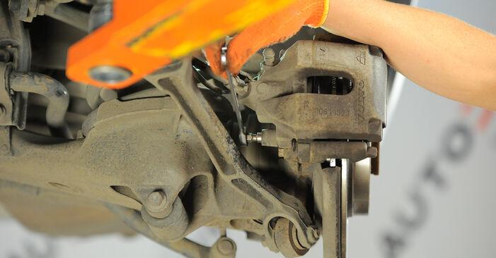 Wie Bremsbeläge VOLVO XC90 I (275) 2.5 T AWD 2003 austauschen - Schrittweise Handbücher und Videoanleitungen