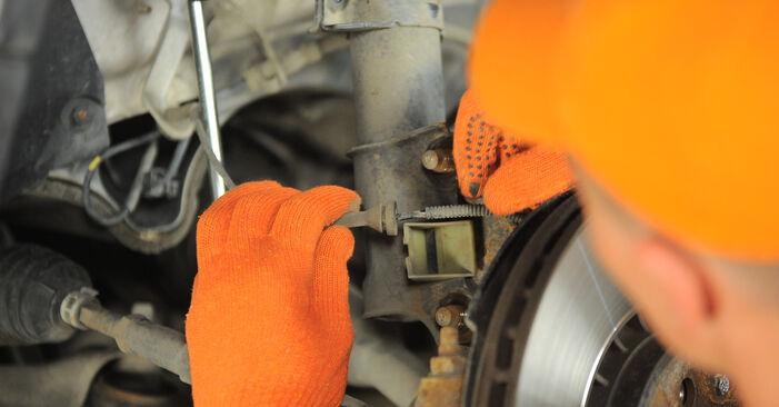 Ar sudėtinga pasidaryti pačiam: Volvo XC90 1 2.4 D3 / D5 2008 Amortizatoriaus Atraminis Guolis keitimas - atsisiųskite iliustruotą instrukciją