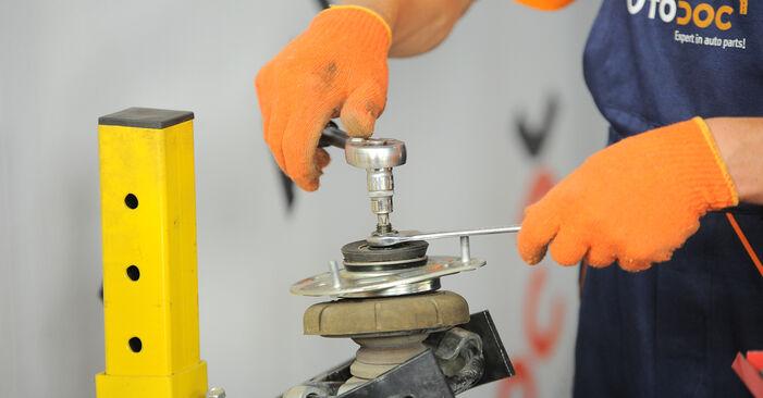 Wie schwer ist es, selbst zu reparieren: Stoßdämpfer Volvo XC90 1 2.4 D3 / D5 2008 Tausch - Downloaden Sie sich illustrierte Anleitungen