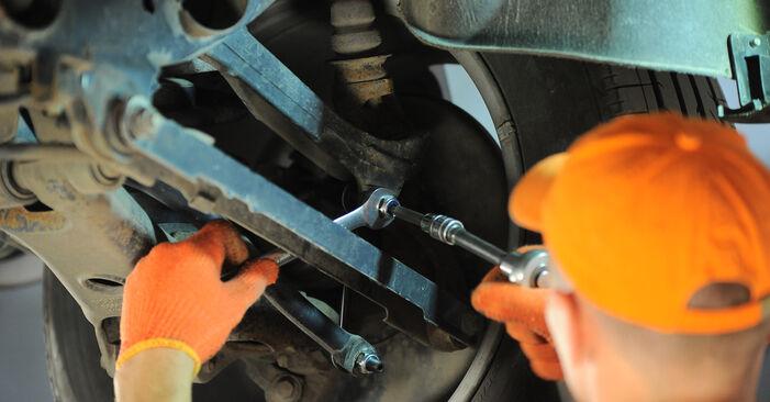 Cik grūti ir veikt Savienotājstienis nomaiņu Volvo XC90 1 2.4 D3 / D5 2008 - lejupielādējiet ilustrētu ceļvedi