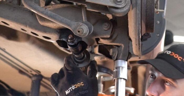 Kiek užtrunka keitimas: Volvo XC90 1 2010 Amortizatorius - informatyvi PDF instrukcija