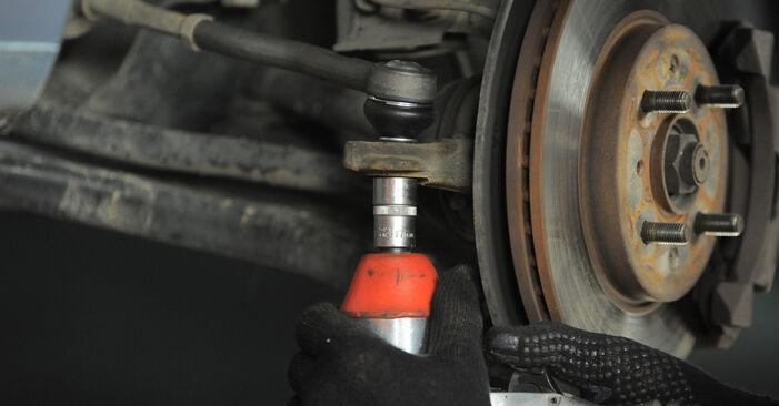 Cambio Rótula de Dirección en HONDA Jazz II Hatchback (GD_, GE3, GE2) 1.3 iDSi 2007 ya no es un problema con nuestro tutorial paso a paso
