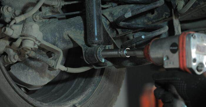 Kaip pakeisti HONDA Jazz II Hatchback (GD_, GE3, GE2) 1.3 (GD1) 2002 Spyruoklės - išsamios instrukcijos ir vaizdo pamokos