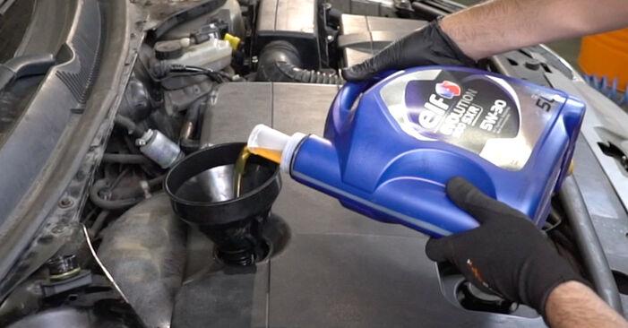 Ölfilter beim FORD MONDEO 2.0 16V DI / TDDi / TDCi 2007 selber erneuern - DIY-Manual