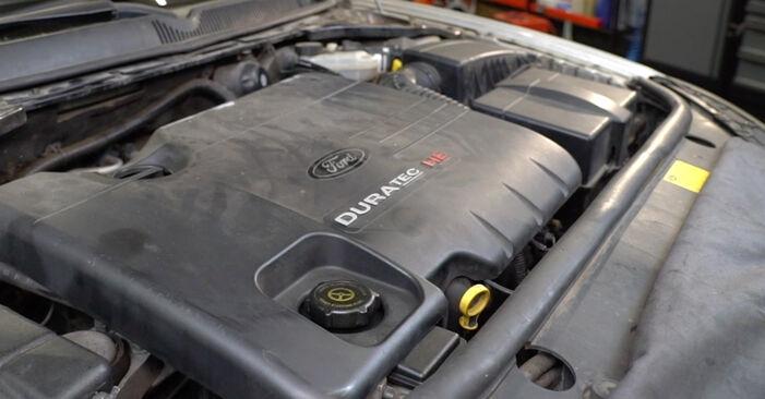 Austauschen Anleitung Ölfilter am Ford Mondeo mk3 Limousine 2002 2.0 TDCi selbst