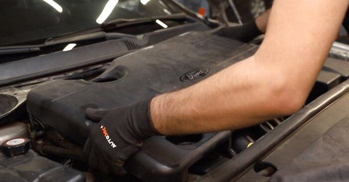 Bytte Ford Mondeo mk3 Sedan 2.0 16V 2002 Tennspolen: gratis verkstedsveiledning