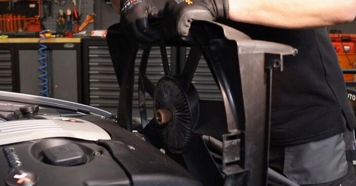 Kühler am BMW 5 Touring (E39) 528i 2.8 1999 wechseln – Laden Sie sich PDF-Handbücher und Videoanleitungen herunter